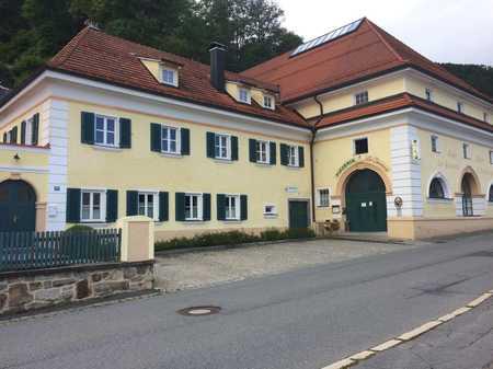 Wohnung mit 3 Zimmern 1.OG + separates Gewerbe im EG in Schönberg in Schönberg (Freyung-Grafenau)