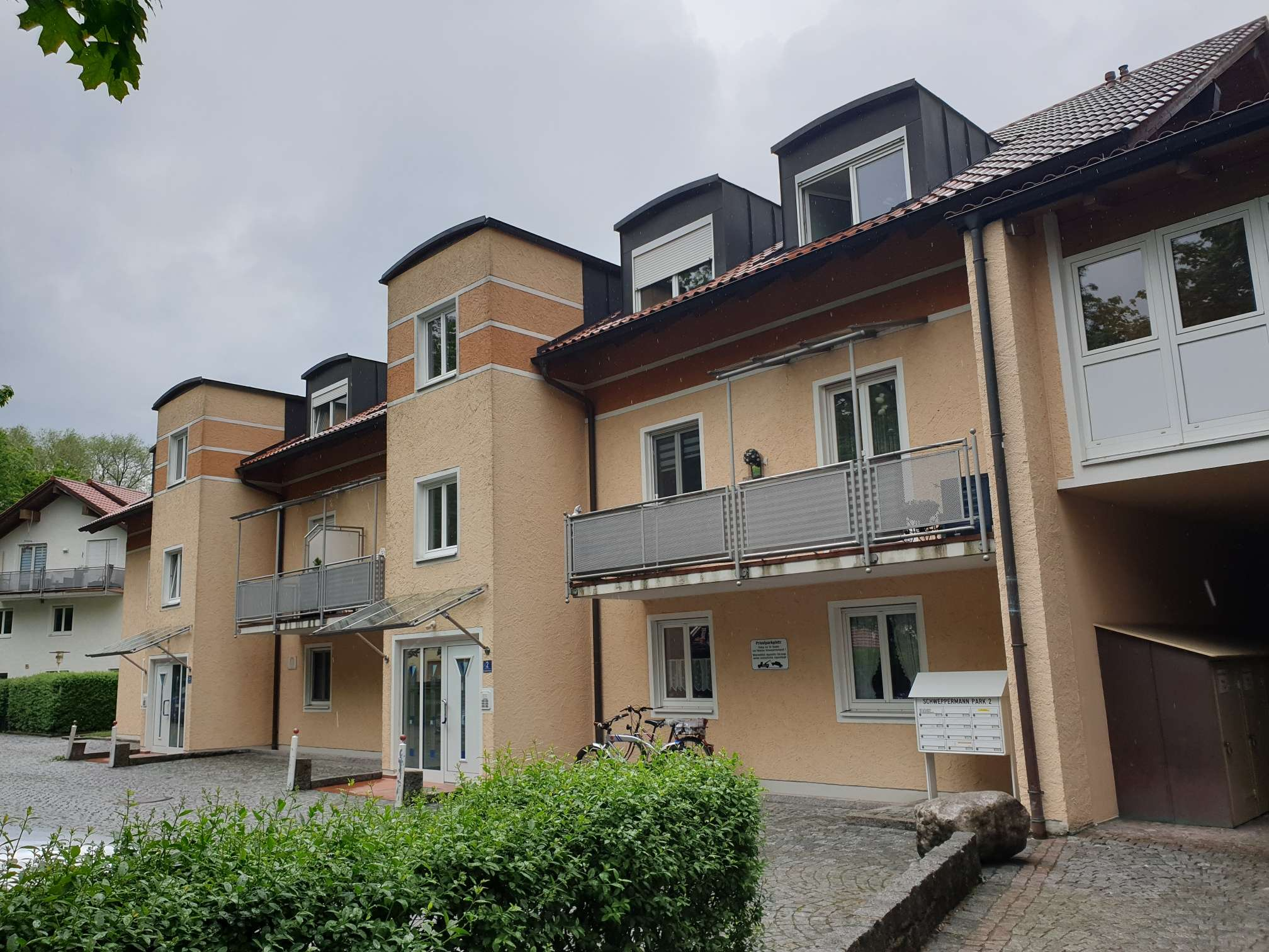 Sehr helle Dachgeschosswohnung, 3-Zimmer, zentral gelegen