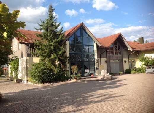Ebenerdige Halle (Lager/Produktion/Schauraum) mit Büroflächen!