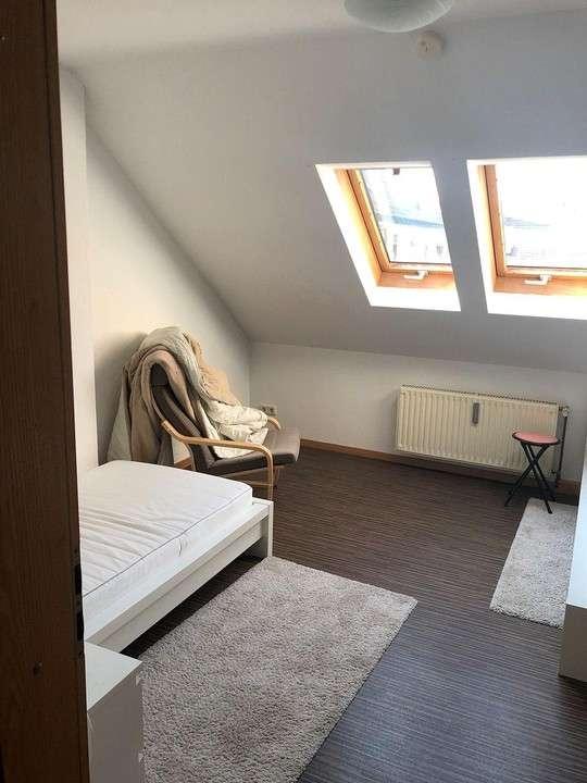 Helle, gepflegte Dachgeschoss-Wohnung mit Einbauküche und PKW-Stellplatz - Coburg Zentrum in Coburg-Zentrum (Coburg)