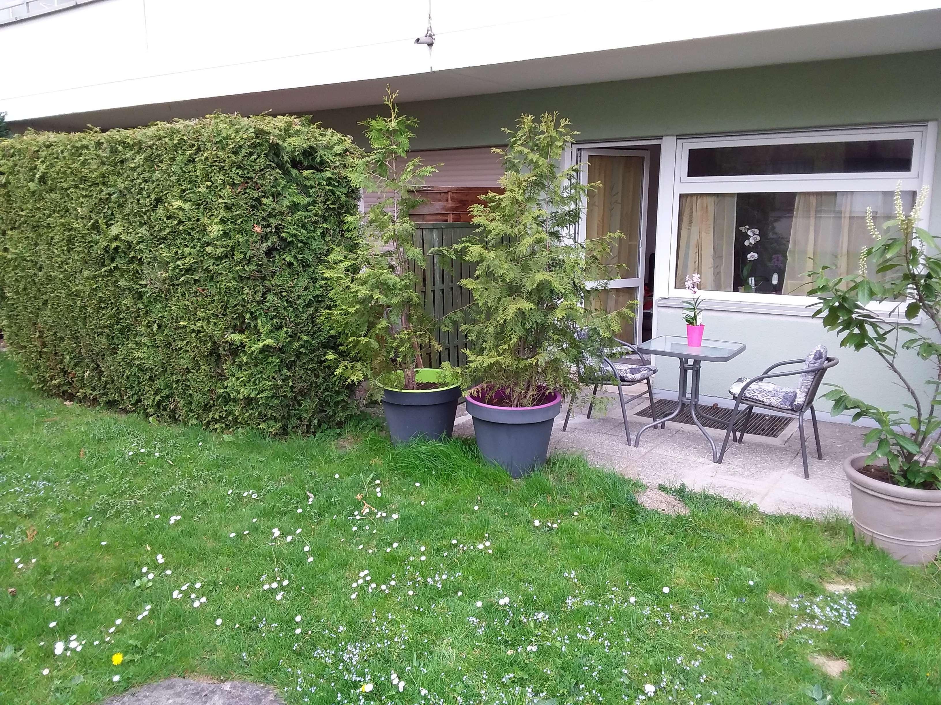 Sonnige Appartmentwohnung mit Terrasse und Einbauküche in Bogenhausen, München in Bogenhausen (München)