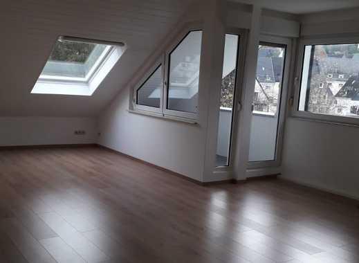 Erstbezug nach Sanierung mit Balkon: ansprechende 4-Zimmer-Dachgeschosswohnung in Siegen Uhlandstr