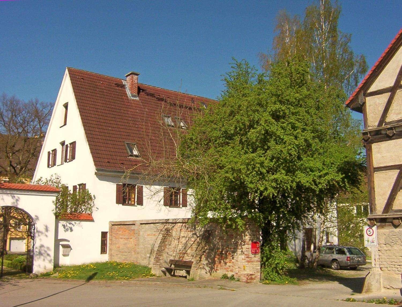 Charmante DG-Maisonette-Whg beim Aystetter Schloss
