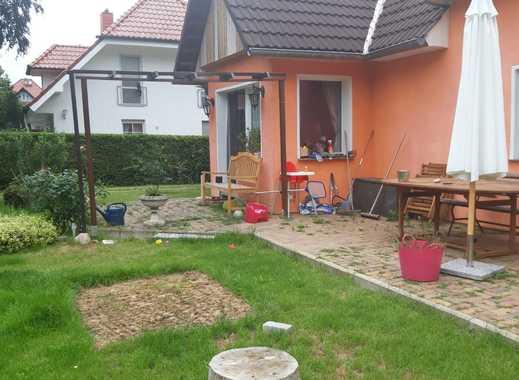 Schönes Grundstück in ruhiger Einfamilienhauslage - kleines Haus mit Ausbaupotenzial
