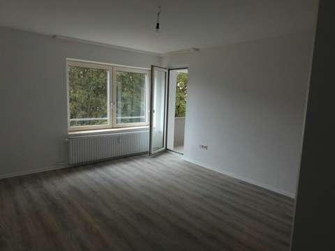 Drei Zimmer Küche : Neu renoviert 3 zimmer küche bad balkon neu renoviert