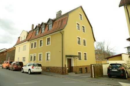 Sanierte Wohnung mit dreieinhalb Zimmern sowie Balkon und EBK in Amberg in Amberg