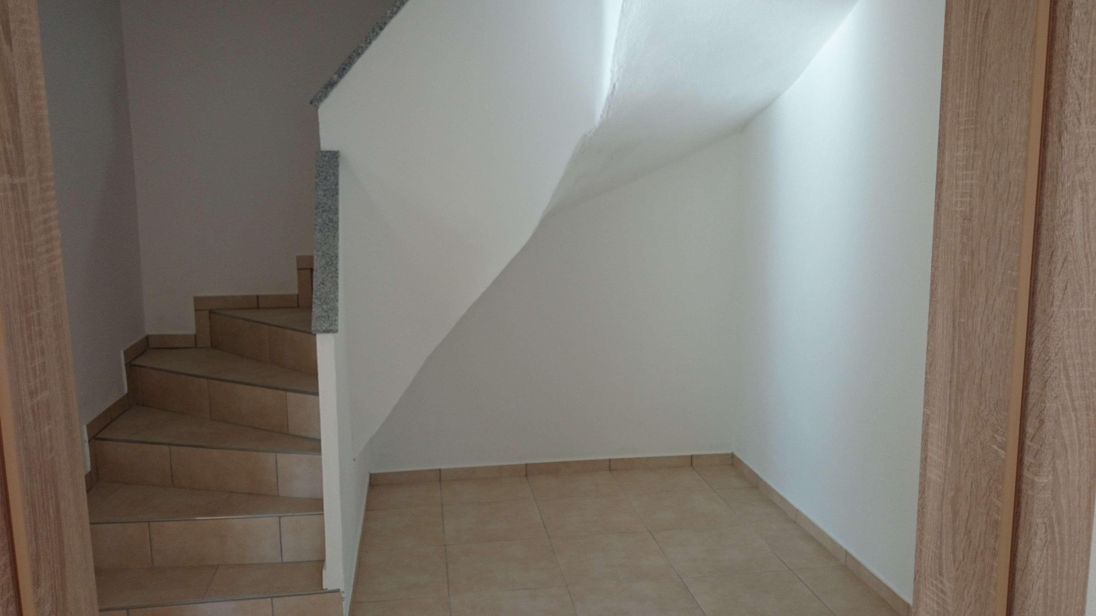 Erstbezug mit Balkon: preiswerte 5-Zimmer-Maisonette-Wohnung in Simbach am Inn in Simbach am Inn