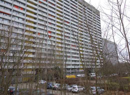 Exquisite 1,5 Zimmerwohnung mit Balkon, Küche, Garage und Hausmeisterservice im Asemwald