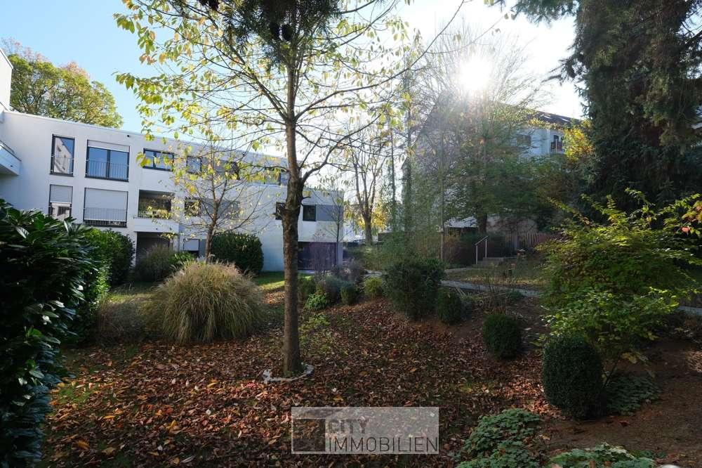 Moderne Wohnung mit Dachterrasse, Einbauküche und zwei Stellplätzen in Herzogenaurach in Herzogenaurach