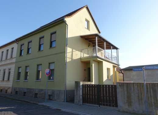 Bezugsfertiges Ein- bzw. Zweifamilienhaus mit Garten und Nebengelass und Garage