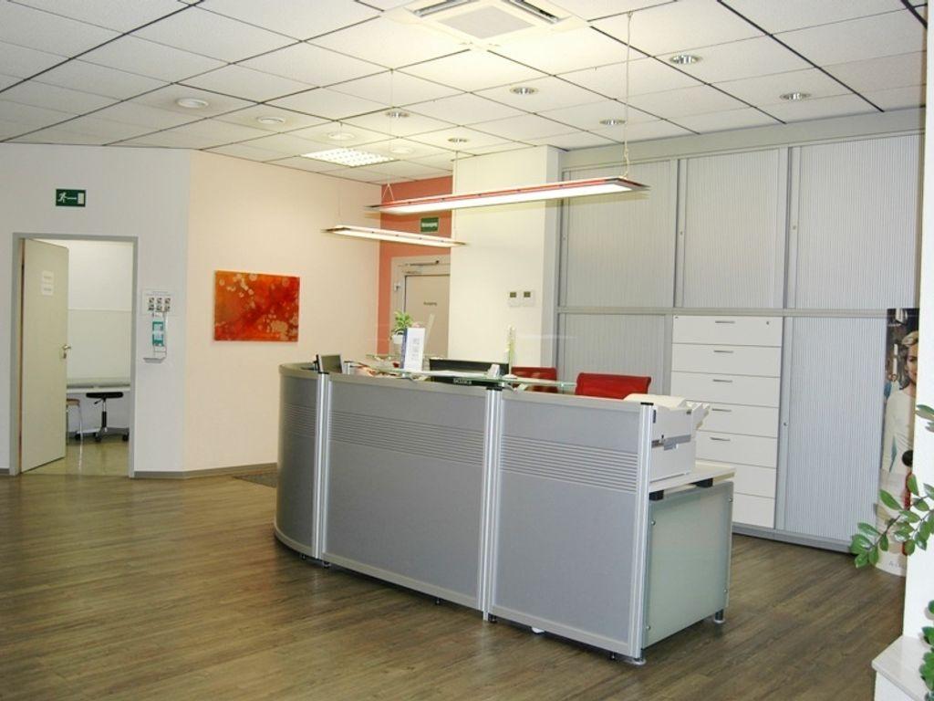 bezugsfrei 260m f r praxis op b ro therapie im. Black Bedroom Furniture Sets. Home Design Ideas