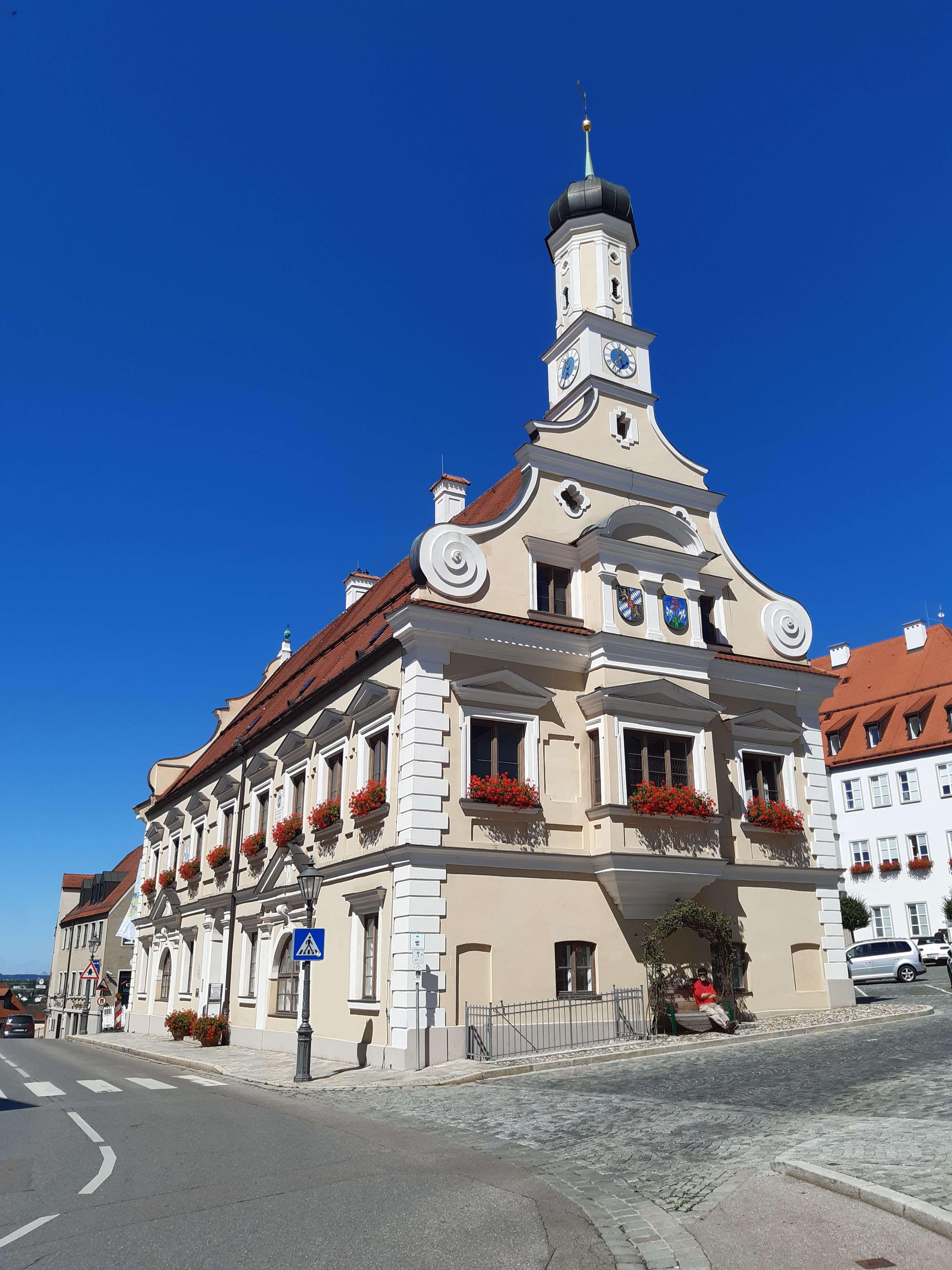 Erstbezug nach Sanierung: attraktive 2,5-Zimmer-Wohnung mit EBK und Balkon in Friedberg Bay. in