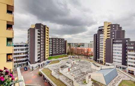 Exklusive, geräumige und gepflegte 1-Zimmer-Wohnung mit Balkon und Einbauküche in Perlach, München in Perlach (München)