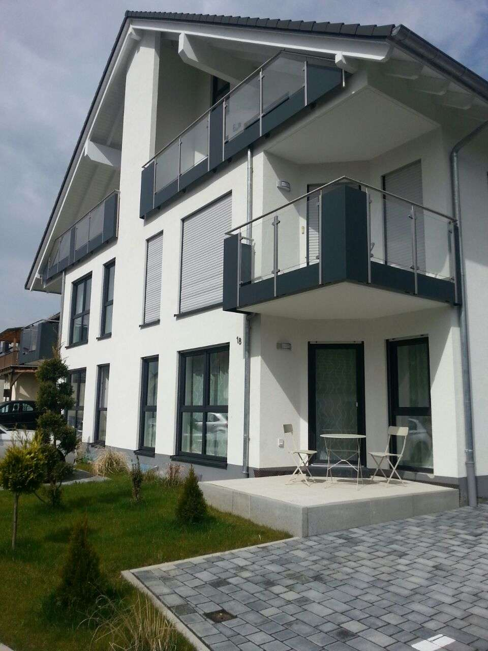 Neuwertige 3-Zi-Wohnung mit Loggia in Kahl in