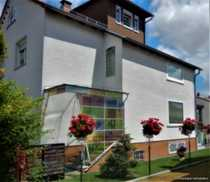 Gepflegtes Mehrfamilienhaus mit einigen Nebengebäuden