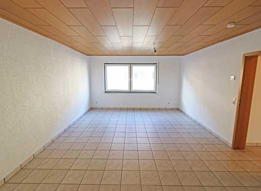 Helle Wohnung mit neuem Bad, Aufzug, Balkon und neuer Einbauküche