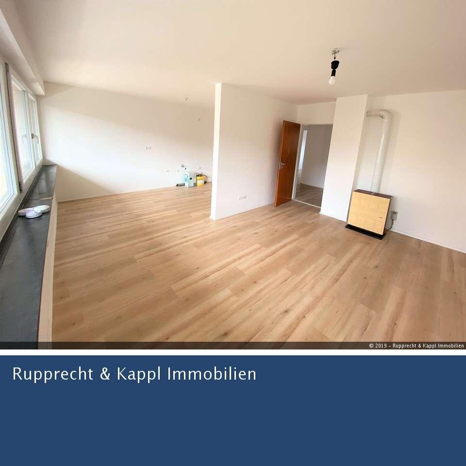 Frisch renovierte 3-Zimmer-Wohnung mit neuem Bad und Balkon in Wiesau  in Wiesau