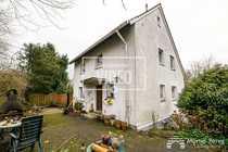 Einfamilienhaus mit Einliegerwohnung- Terrasse - Garagen - Carport