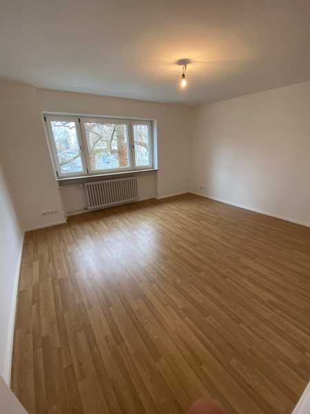 Neusanierte, helle und großräumige 67m², 2,5 Zi.-Wohnung mit Balkon im 1.OG, sehr Verkehrsgünstig in Laim (München)
