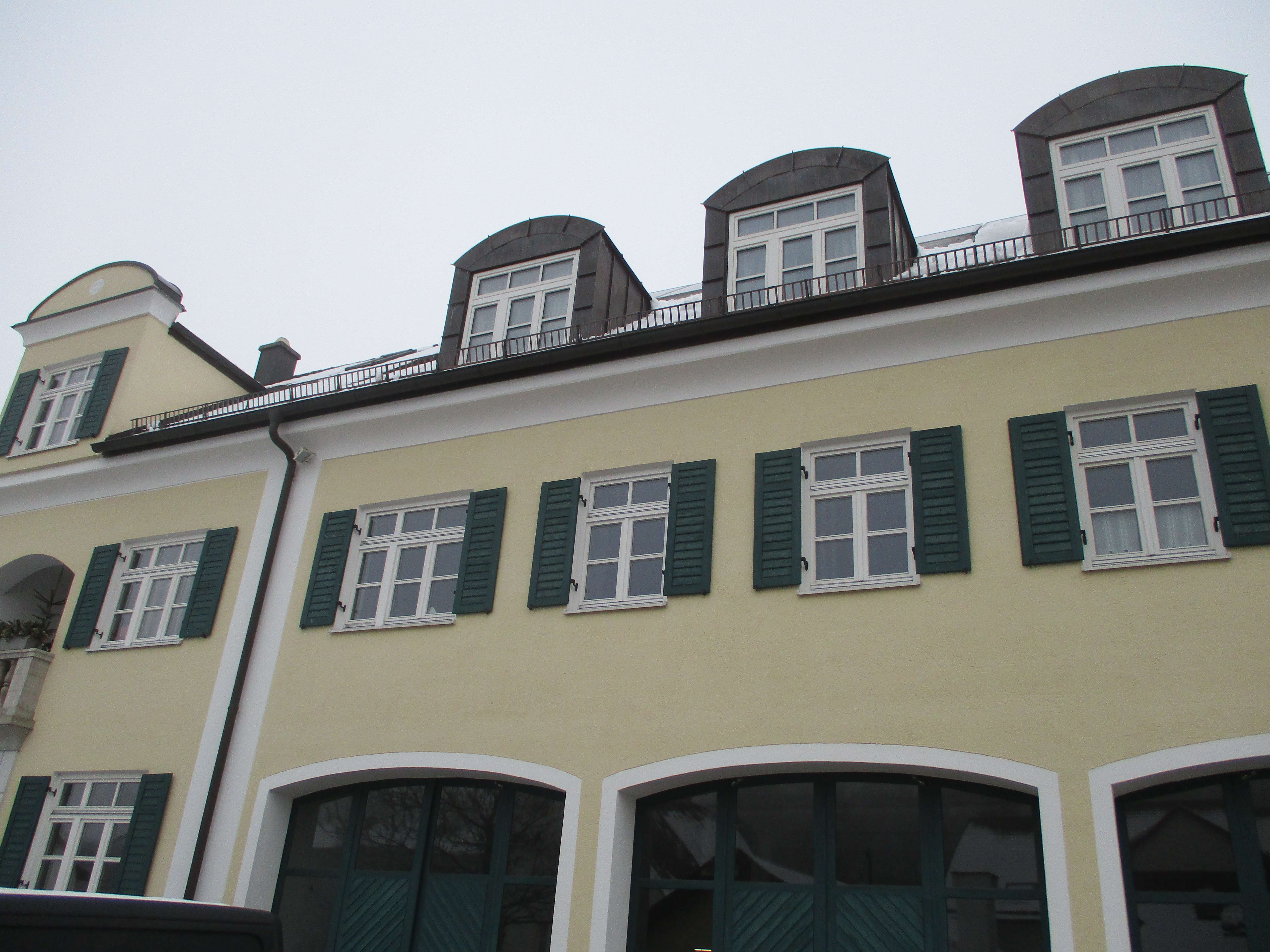 Vollständig renovierte 1,5-Raum-Wohnung mit Einbauküche in Kranzberg in