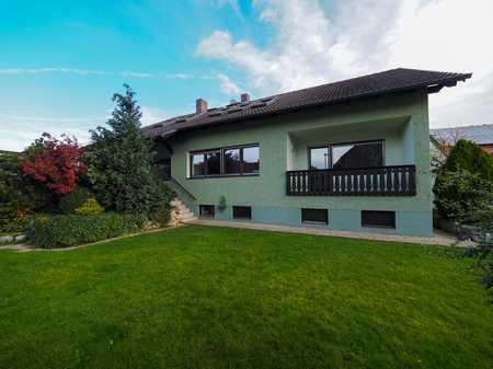 Charmante Dachgeschosswohnung mit Einbauküche & Garten * in Pentling