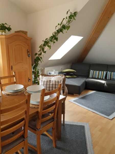Gepflegte 4-Zimmer-Dachgeschosswohnung mit Balkon und Einbauküche in Kronach in Kronach