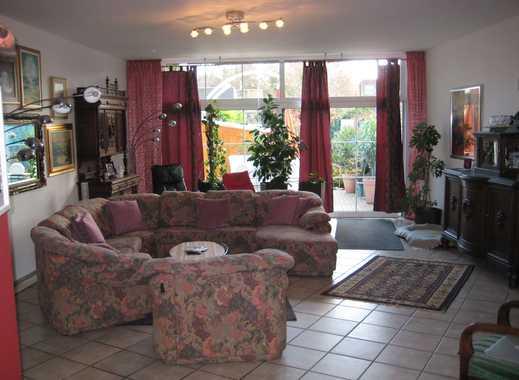 Großzügige Liegenschaft für die ganze Familie mit traumhaften Wohnzimmer, Terrasse u. Garten