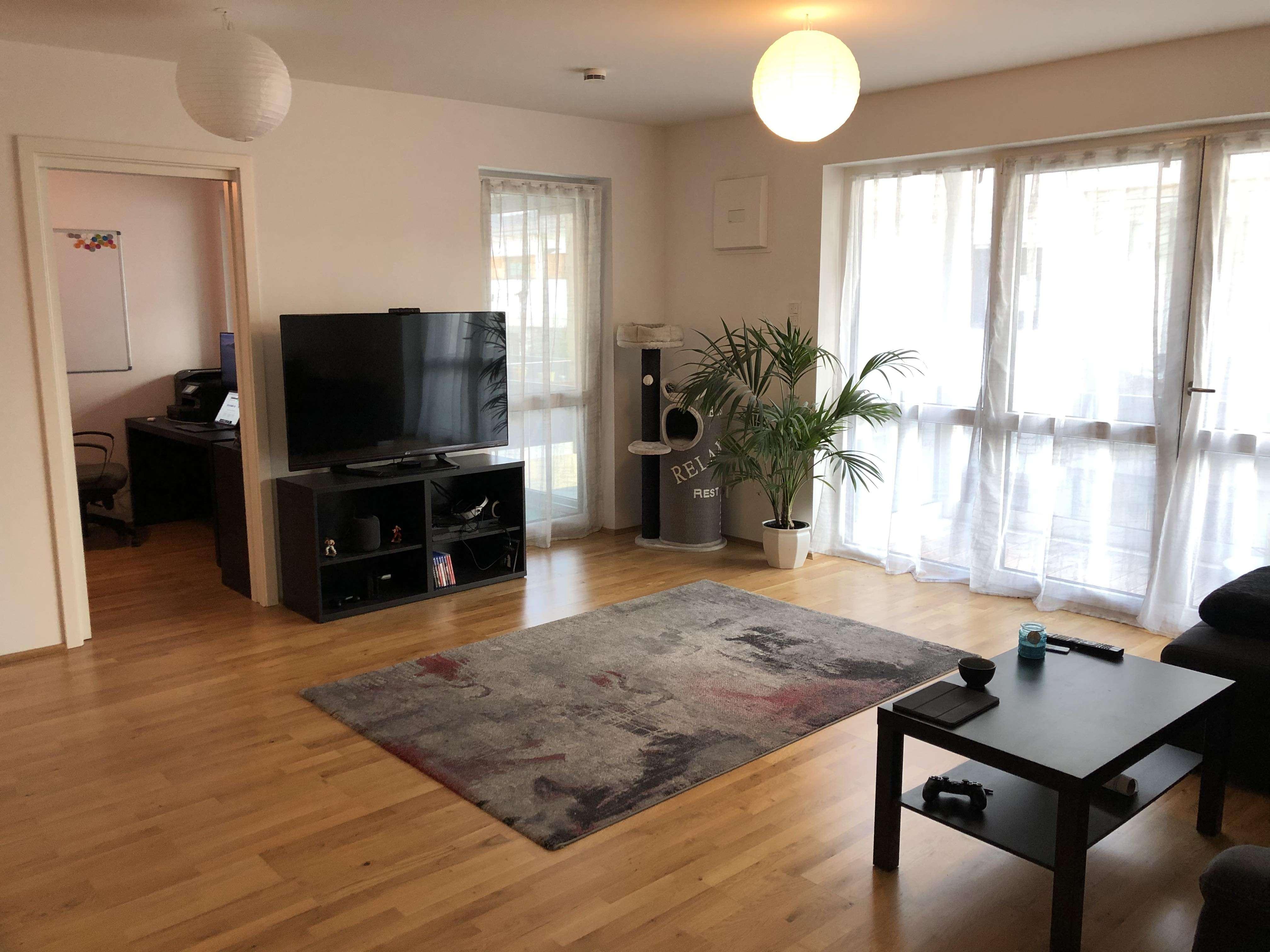 Exklusive 1,5-Zimmer-Wohnung mit 2 Balkonen und top EBK in Zorneding in