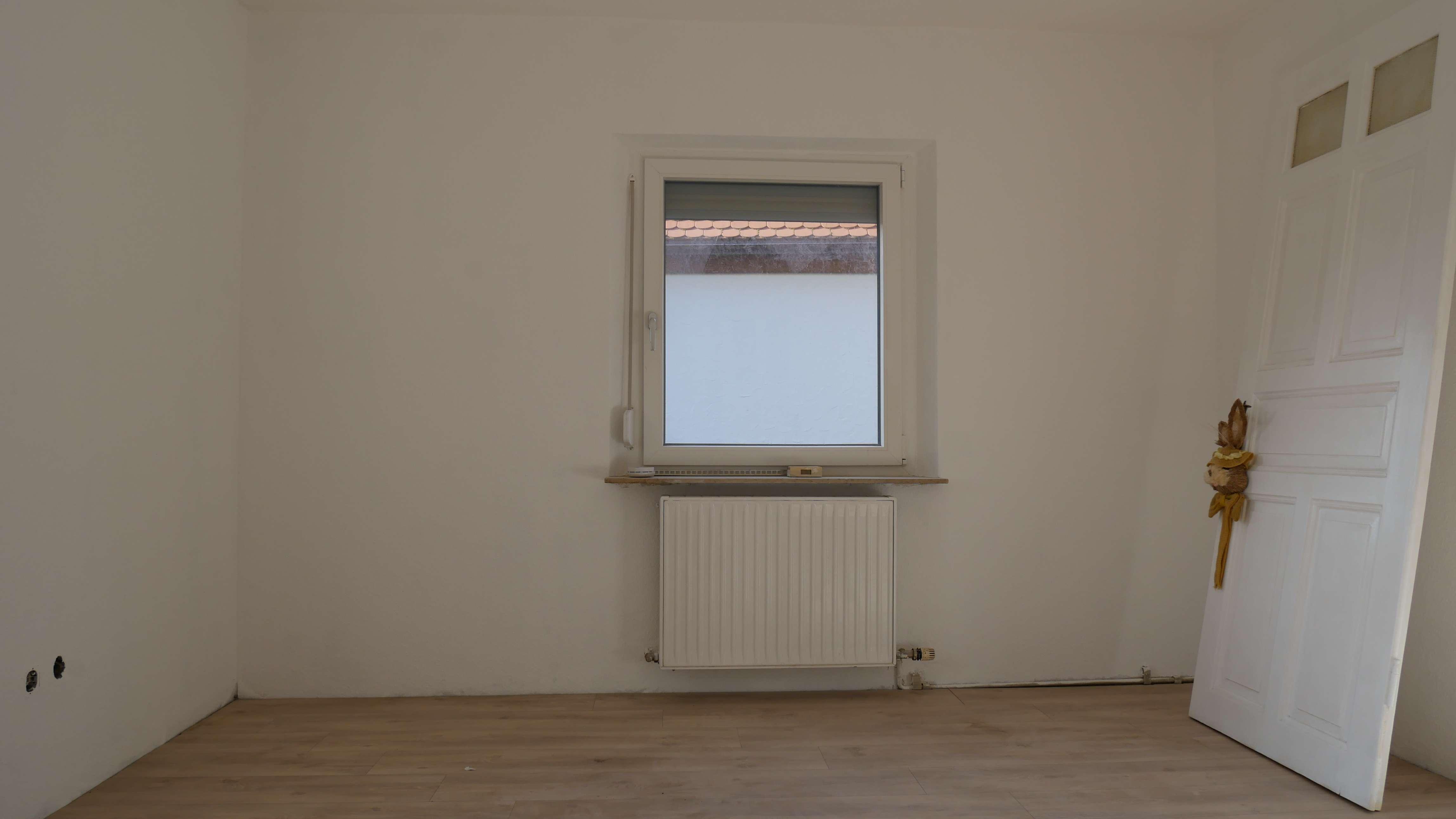 N-Kornburg Sehr schöne, umfangreich renovierte 2-Zimmerwohnung in