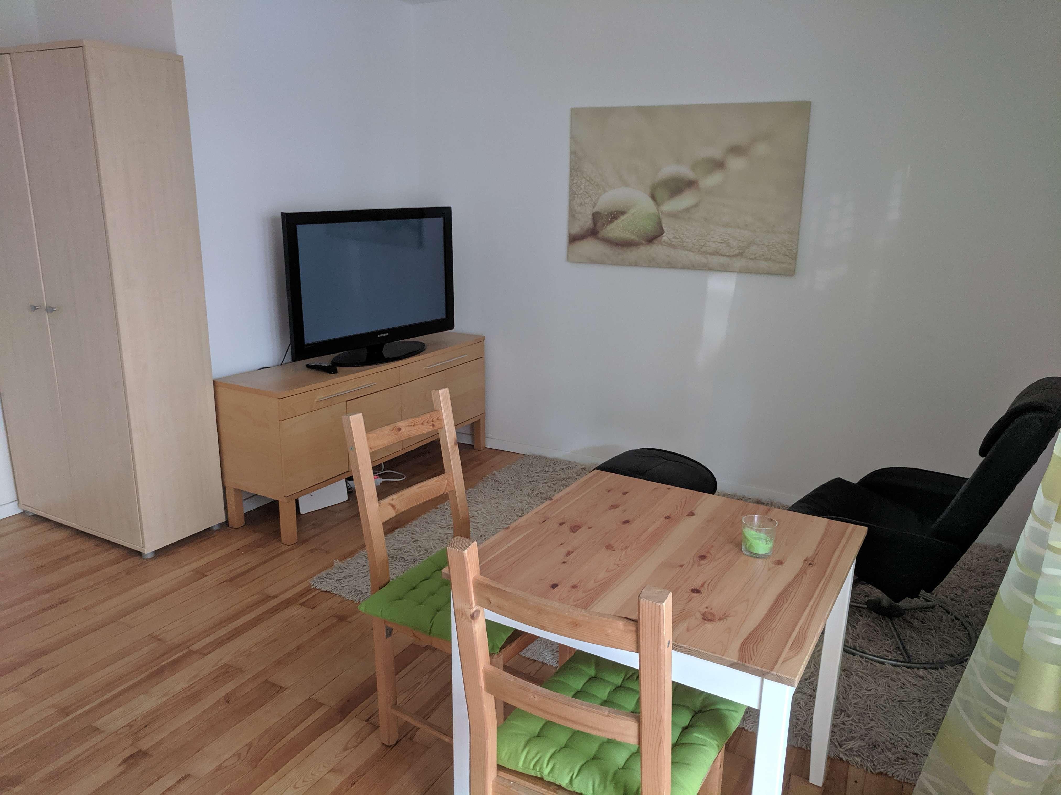 Möblierte 2-Zimmer-Hochparterre-Wohnung mit Balkon in Nürnberg