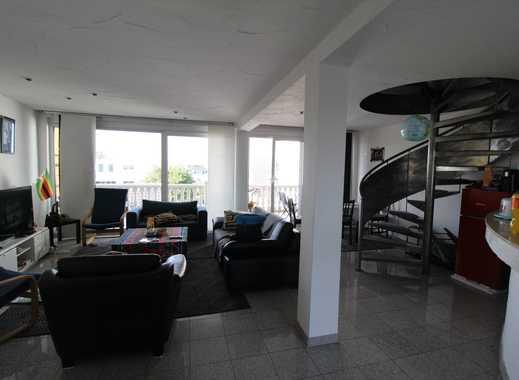 Lichtdurchflutete Maisonettewohnung mit Weitblick und riesigem Balkon