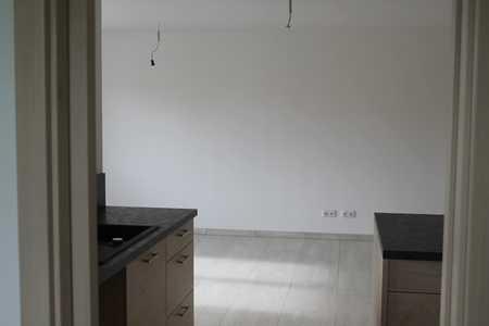 ERSTBEZUG, ideal für HomeOffice mit großer Einbauküche und Balkon in Dorfen