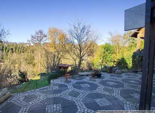 Classic design, patio with view, parking space: Top apartment in one of Bochum's most sought-afte...