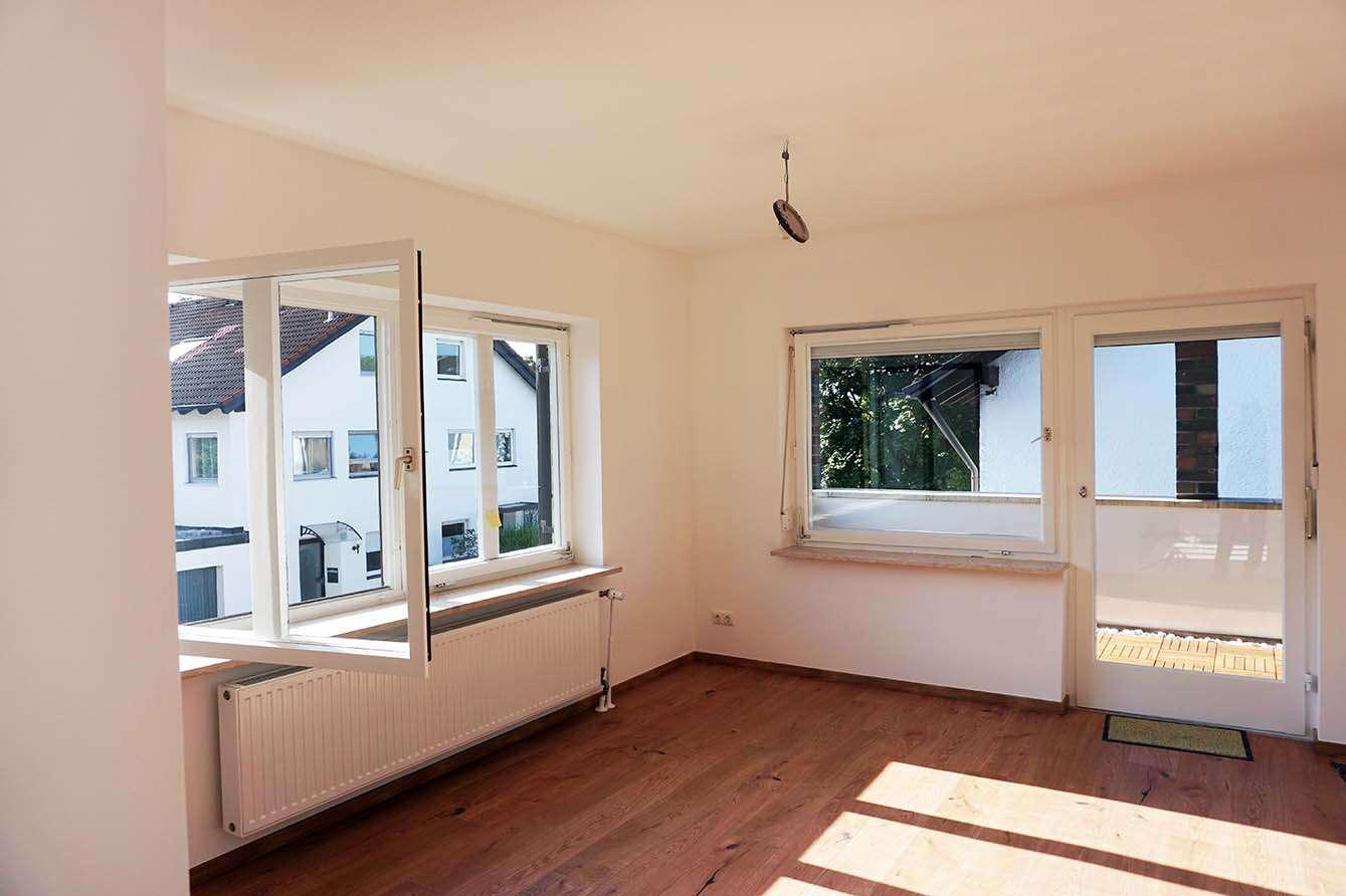 Erstbezug nach Sanierung ! Exklusive 3,5-Zimmer-Wohnung mit Balkon und Carport in Bestlage Trudering in Trudering (München)