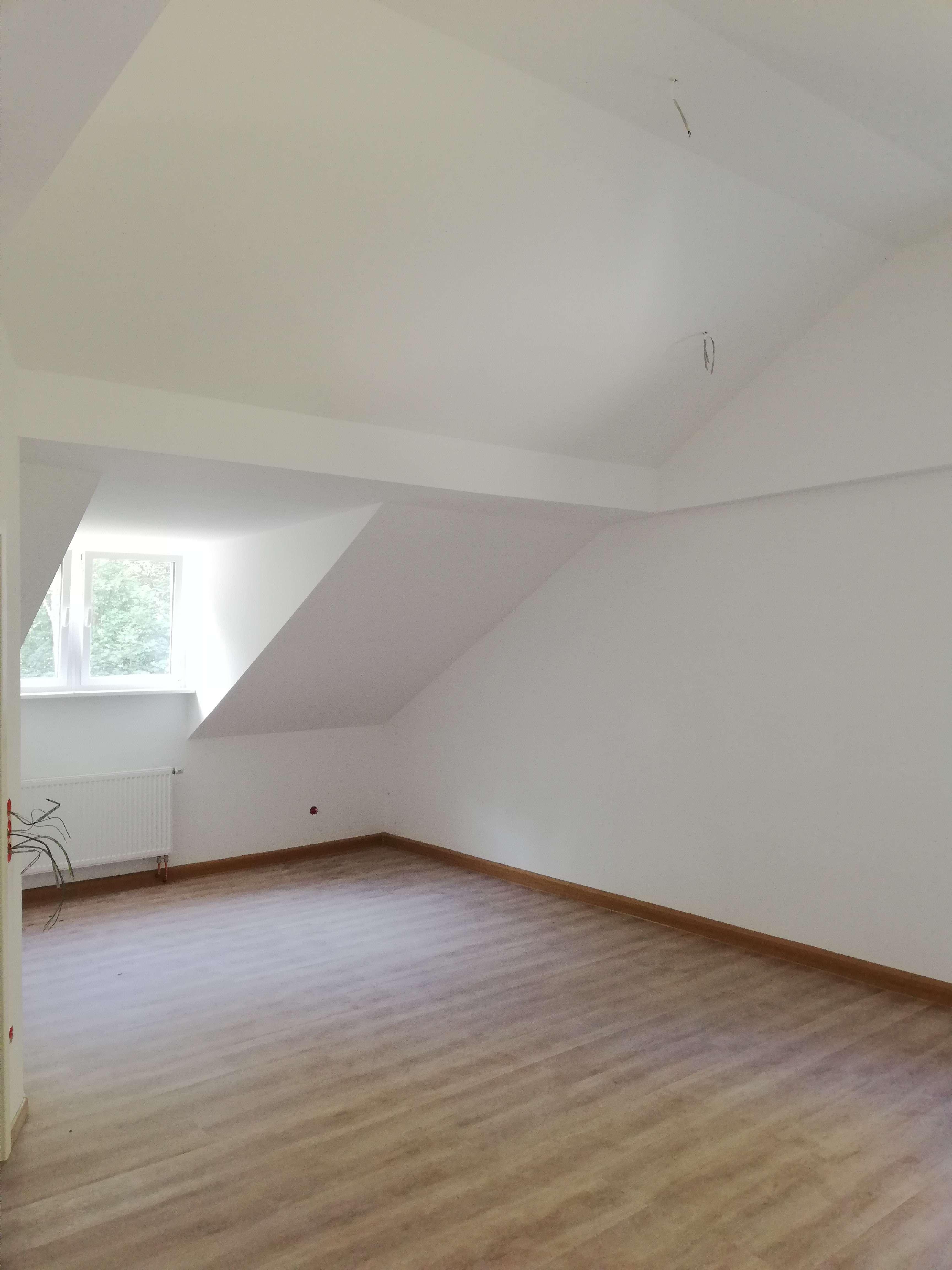 Schöne, neuwertige 2-Zimmer-DG-Wohnung in Neuburg an der Donau in