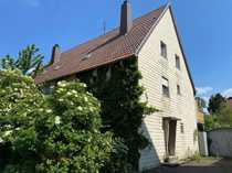 Renovierungsbedürftige Doppelhaushälfte mit Platz für