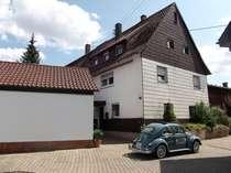 Älteres 2-Familienhaus mit Doppelgarage in ländlicher Umgebung