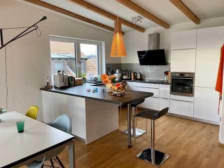 Exklusive, geräumige und neuwertige 2-Zimmer-DG-Wohnung mit Terrasse und Einbauküche in Forchheim in Forchheim (Forchheim)