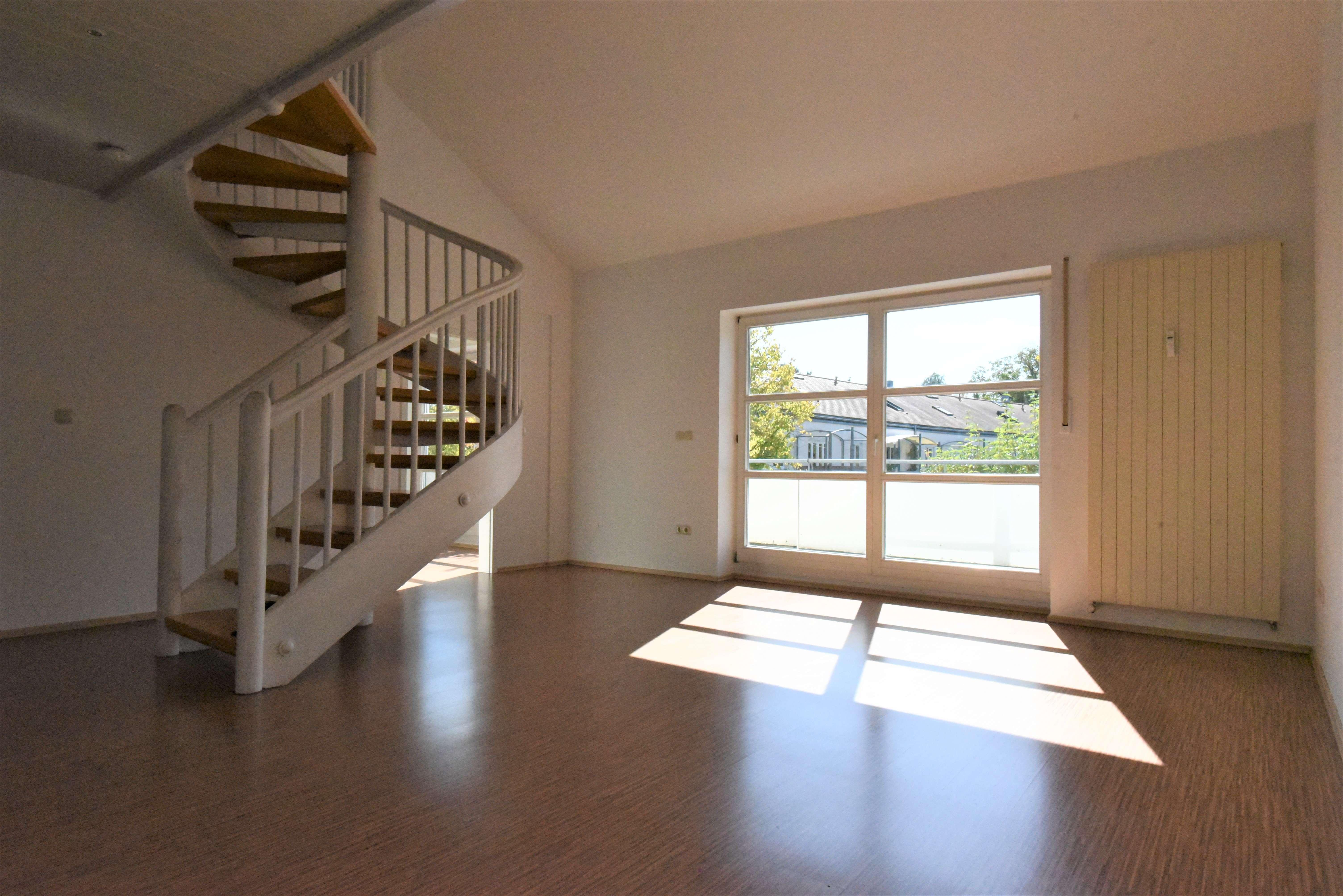 Sonnige, ruhige 4-Zi.-Galerie-Wohnung in bester Rennplatz-Lage in Westenviertel (Regensburg)