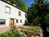 Kleines Haus mit Scheune Terrasse