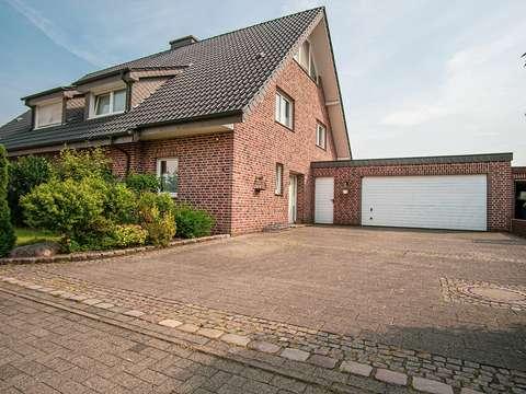 Bevorzugt NEU !! Großzügige Doppelhaushälfte mit Garage und Keller in Raesfeld RA15