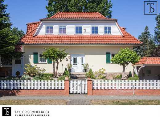 Im Alleinauftrag: Repräsentative Luxusvilla im Landhausstil mit viel Platz und großem Sonnengarten