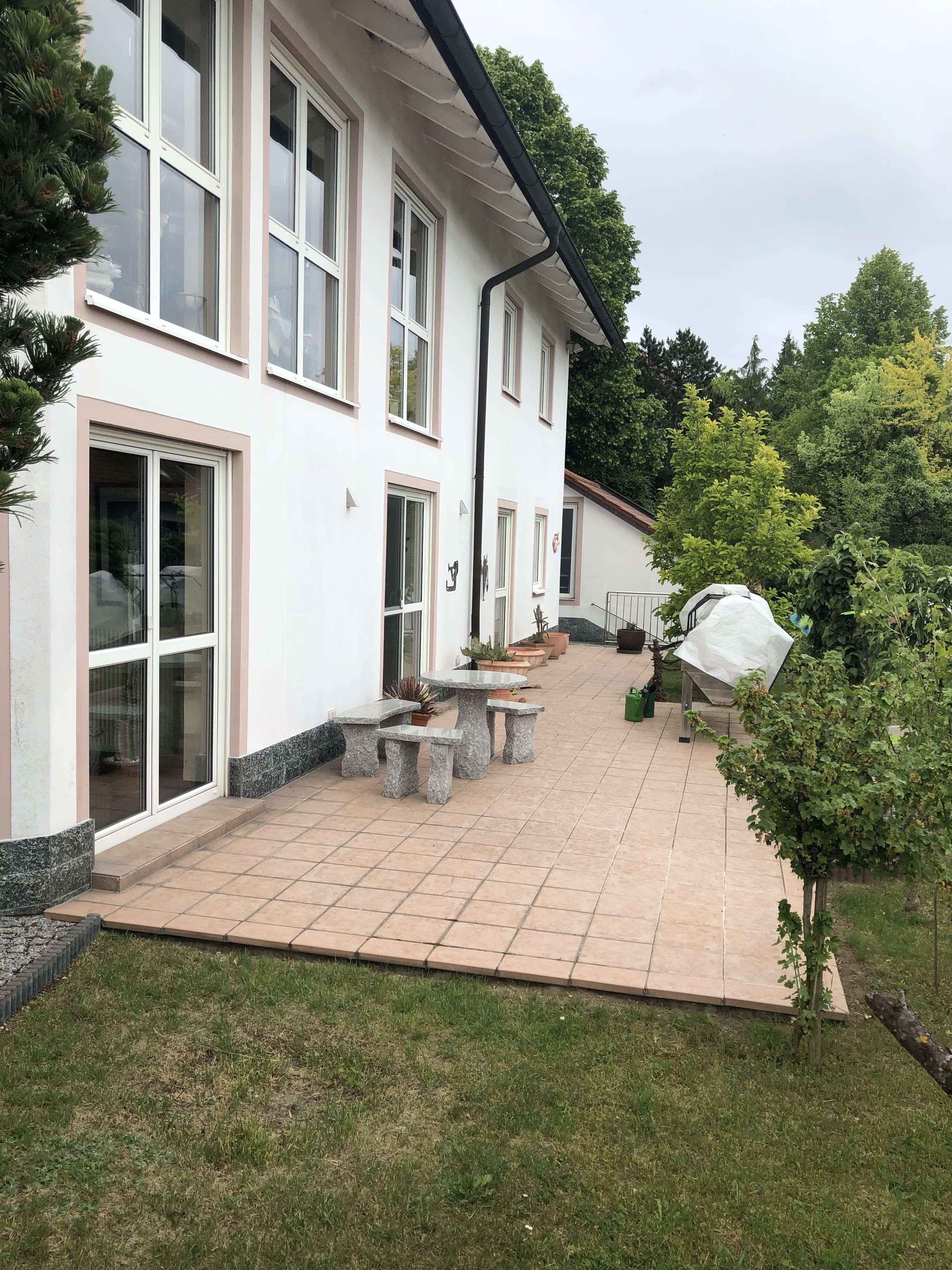 Ansprechende 3-Zimmer-Terrassenwohnung mit Aussicht und EBK in Deuerling in