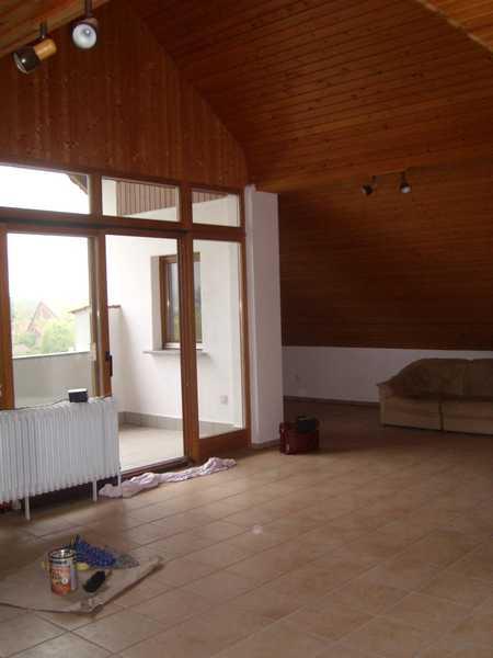 Schicke 3-Zi.-Dachstudiowohnung, mit Loggia u. Panoramablick, idyllische Lage in Mistelbach