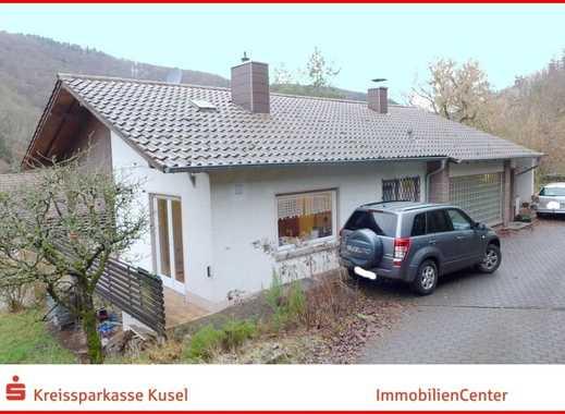 Ästhetisches Einfamilienhaus mit Burgblick