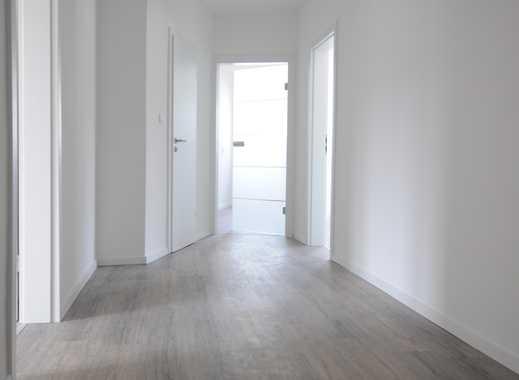 ERSTBEZUG NACH SANIERUNG: Helle Wohnung mit neuem Design-Bad + Walk-In-Dusche, modernen Glastüren