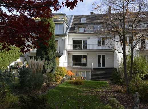 Großzügiges, zentral gelegenes Einfamilienhaus mit ausgebautem Dachgeschoss und wunderschönem Garten