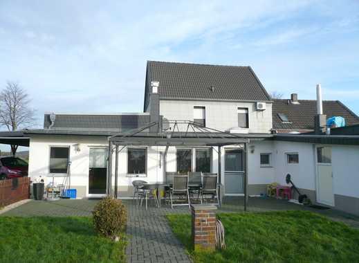In ländlicher Ortsrandlage: - Wohnhaus mit Einliegerwohnung -