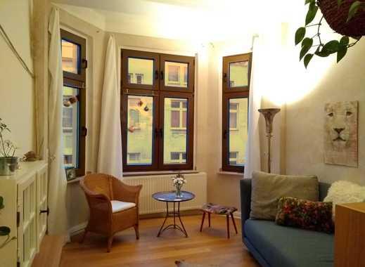 Hochwertig möblierte Zwei-Zimmer-Wohnung mit Balkon zur UNTERMIETE für 12 Monate