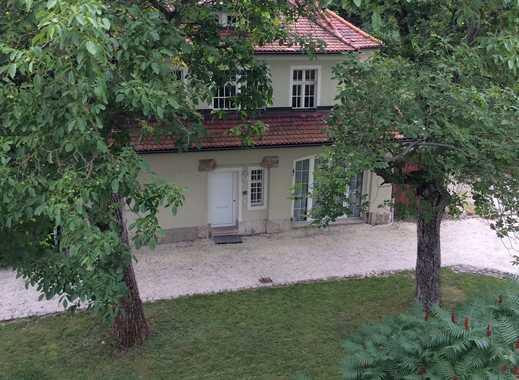 Romantisches Häuschen im Parkgrundstück